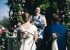 Rednerin Albu-Lisson erzählt aus dem Leben des Brautpaares...