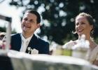 Rednerin bringt Brautpaar zum Lachen