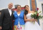 Hochzeitsrednerin und Brautpaar