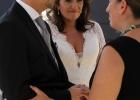Hochzeitsrednerin Albu-Lisson gratuliert dem Brautpaar