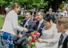 Rednerin Dr. Albu-Lisson gratuliert dem Paar